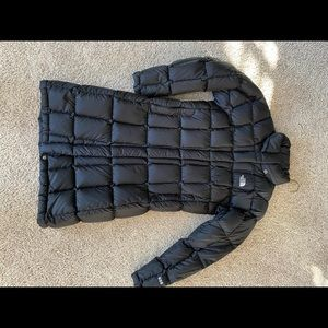 Woman's North Face Coat with hood